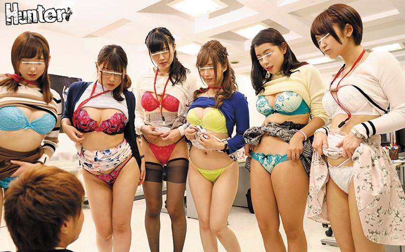 下着メーカーに就職したら、男はボク1人でまわりは推定Fカップ以上の巨乳女子社員だらけ!さらにオフィスは下着で仕事する女子社員の信じられない… 画像2