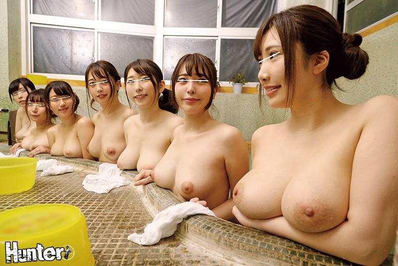 お風呂を覗いたら絶景デカ乳山脈に大興奮!!温泉で開放的になった巨乳若妻たちの乗っかりオッパイが超絶スケベ!!ボクがバイトしている温泉旅館に… 画像1