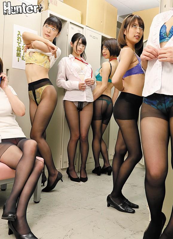 ムレムレ黒パンスト美脚&神尻女子社員の生着替えをのぞいていたら…最近入社した会社は女子社員だらけで男はボク1人!肩身が狭い環境なので…1