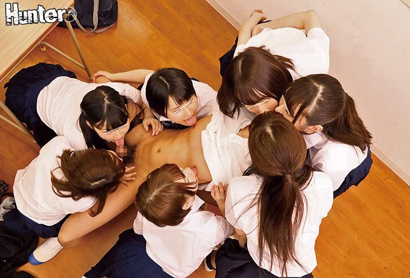 クラスの女子の間でベロチュー大流行!教室内で女子たちがチューしまくり!見ていたボクもベロチューブームに巻き込まれた。それだけでは終わらず…