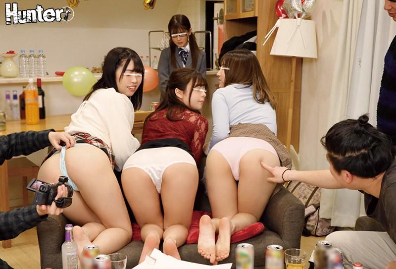 「友達の前でこんなエッチな姿するの恥ずかしい…、でも…」ヤリマン女子が連れてきたウブ制服女子が初めての乱交で乱れまくり! 4