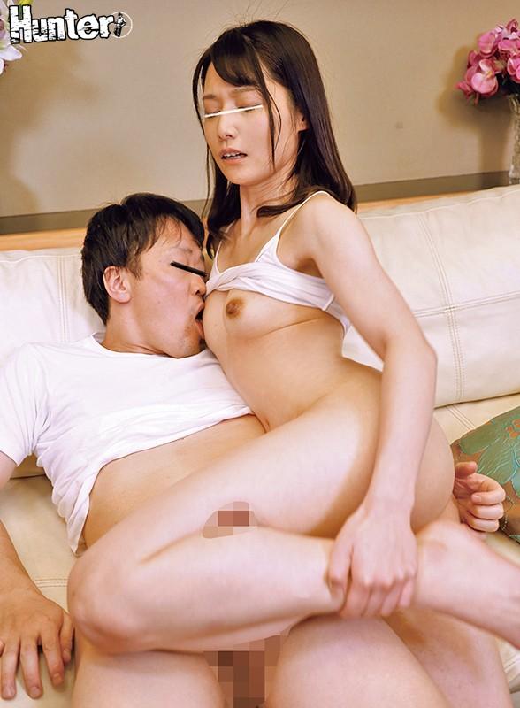「股に挟むだけならいいよ…!」と太もも素股してくれた義姉が、ボクのデカチンにムラムラして、ヌルヌルの股間にチ○ポを擦り付けだして…ズボッ!?