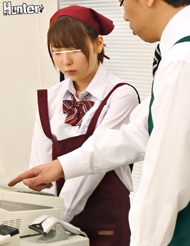 『えっもしかして誘ってる?』スーパーで制服のままバイトする女子○生の無防備パンチラでフル勃起!したらバレた!ヤバいと思ったら彼女も発情して…