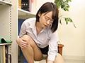 一生懸命働くキレイな女性(看護師、教師、OL…)は自分がパンチラしている事に気づかないほど仕事に夢中。その無防備なパンチラが男の勃起を誘発!