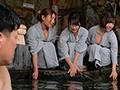 [HUNTA-999] 混浴温泉に1人で入っていたら、町内会バスツアーの巨乳若妻たちが突然入ってきた!気まずくて出ようと思ったら巨乳若妻のタオルから大きな胸が…