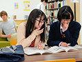 図書館に響き渡るいやらしいクチュクチュ音!女子○生が真面目な本の中にあるエッチなページをみつけてパンツを濡らし興奮状態で即ハメOK娘に!?