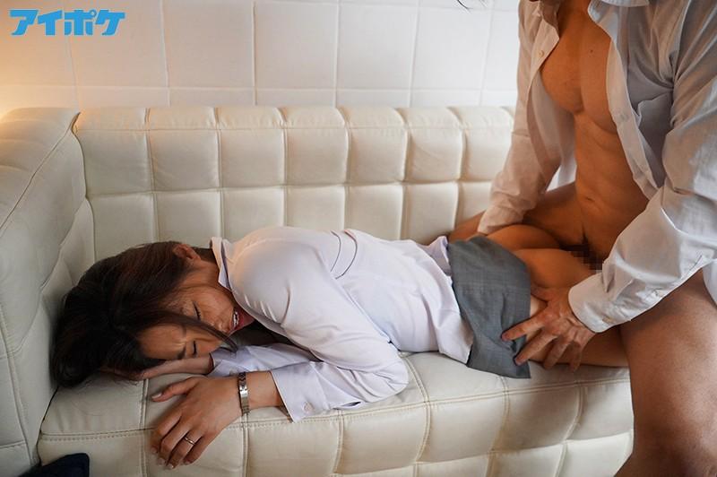 出張先相部屋NTR 絶倫の部下に一晩中何度も中出しされた美人女上司 夏目彩春