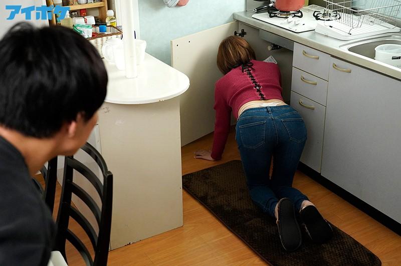 隣のお姉さんのピタパン''肉厚尻''に我慢できず即ズボッ! いきなりぶっ挿し弾丸ピストン! 天海つばさ