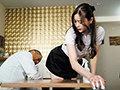 [IPX-736] 【数量限定】バイト先のセクシー美女が大嫌いな店長の指示で際どいミニスカを穿かされセクハラ挿入快楽堕ちしていた。 ≪嫉妬勃起≫ 白峰ミウ 生写真3枚付き