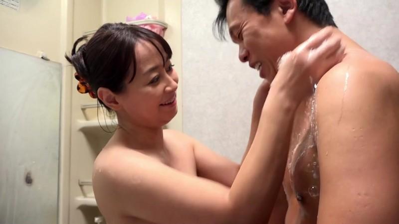 川越で串カツ屋を営む豊満な乳房五十路のお母さん 矢田紀子 画像12
