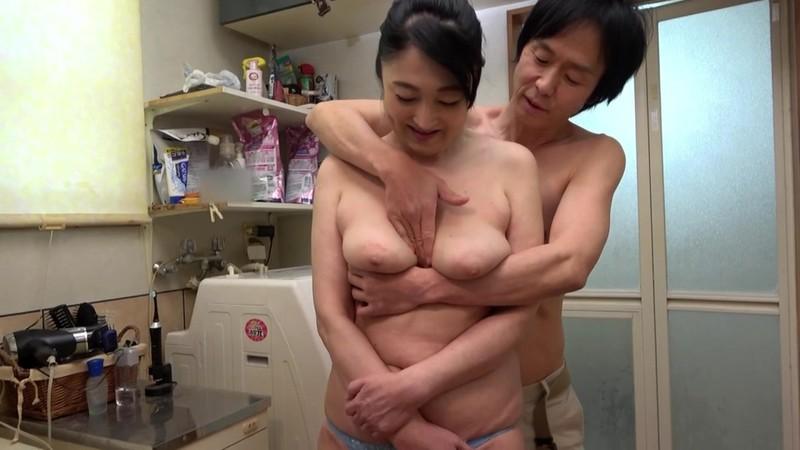 山中湖でモツ鍋屋を営む五十路のお母さんは大きくてエロいお尻でFカップ巨乳! 原田京子 11枚目