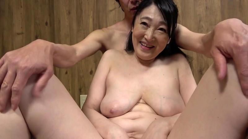 山中湖でモツ鍋屋を営む五十路のお母さんは大きくてエロいお尻でFカップ巨乳! 原田京子