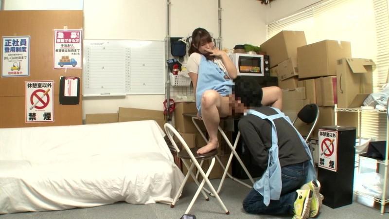 パートの人妻さんが若い従業員をこっそり連れ込んで楽しむヤリ部屋になっているバイト先の休憩室13