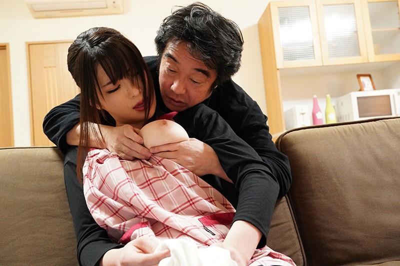 嫁はお義父の肩を揉み、お義父は嫁の乳を揉む。 辻井ほのか キャプチャー画像 15枚目