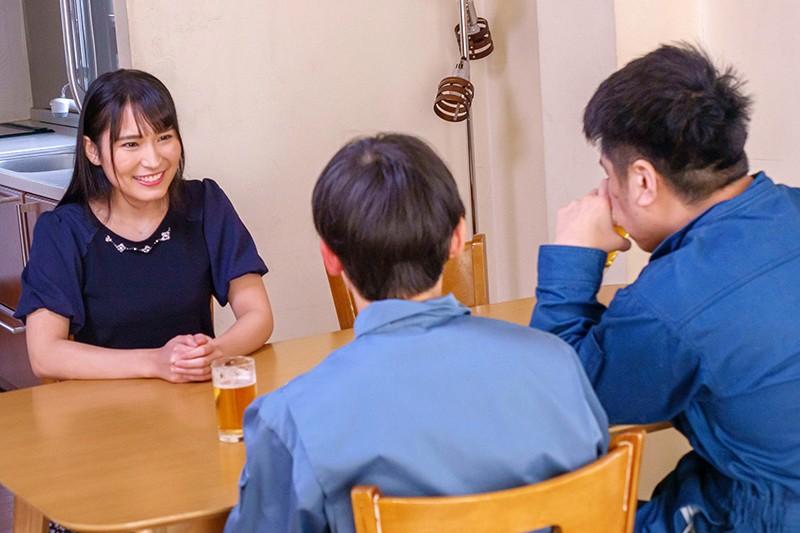 内装業の見習い君に揉ませてあげた優しい優しい昼下がりの巨乳主婦 岩沢香代12