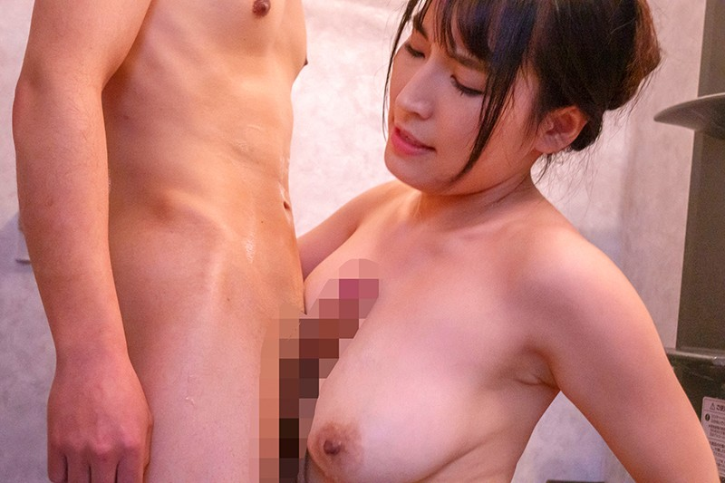 内装業の見習い君に揉ませてあげた優しい優しい昼下がりの巨乳主婦 岩沢香代19