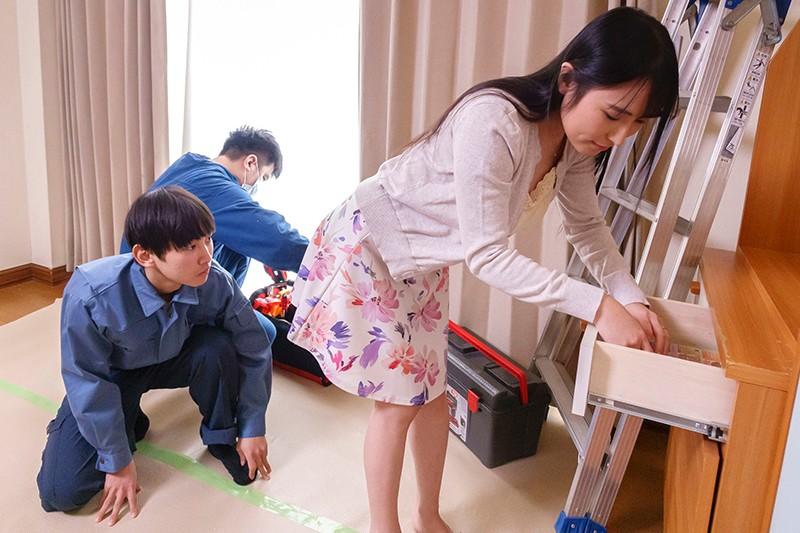 内装業の見習い君に揉ませてあげた優しい優しい昼下がりの巨乳主婦 岩沢香代5