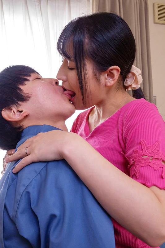 内装業の見習い君に揉ませてあげた優しい優しい昼下がりの巨乳主婦 岩沢香代6