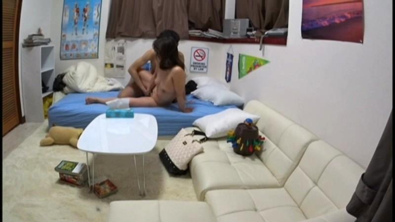 イケメンが熟女を部屋に連れ込んでSEXに持ち込む様子を盗撮したDVD。 4〜強引にそのまま中出ししちゃいました〜[jjpp00004][JJPP-004] 12