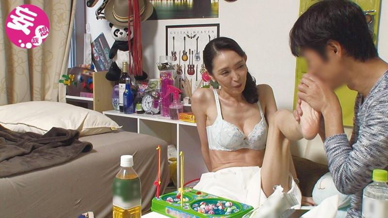 【熟女 のぞき】スレンダー欲求不満な熟女人妻の、クンニ不倫フェラプレイエロ動画!