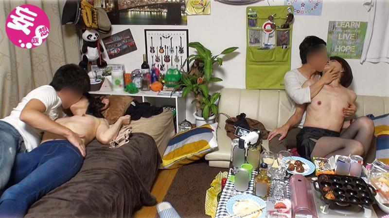 イケメンが熟女を部屋に連れ込んでSEXに持ち込む様子を盗撮したDVD。71~強引にそのまま中出ししちゃいました~ イケメンにハマってしまった熟女が超美人の友達を連れて戻ってきました!ワイワイたこパ~大乱交スペシャル!!サンプルF1