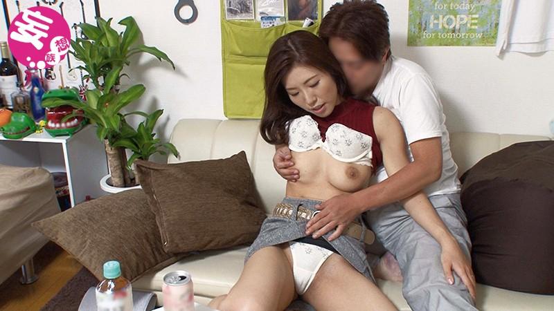 イケメンが熟女を部屋に連れ込んでSEXに持ち込む様子を盗撮したDVD。73〜強引にそのまま中出ししちゃいました〜サンプルF6