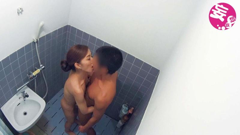 イケメンが熟女を部屋に連れ込んでSEXに持ち込む様子を盗撮したDVD。81〜強引にそのまま中出ししちゃいました〜サンプルF7