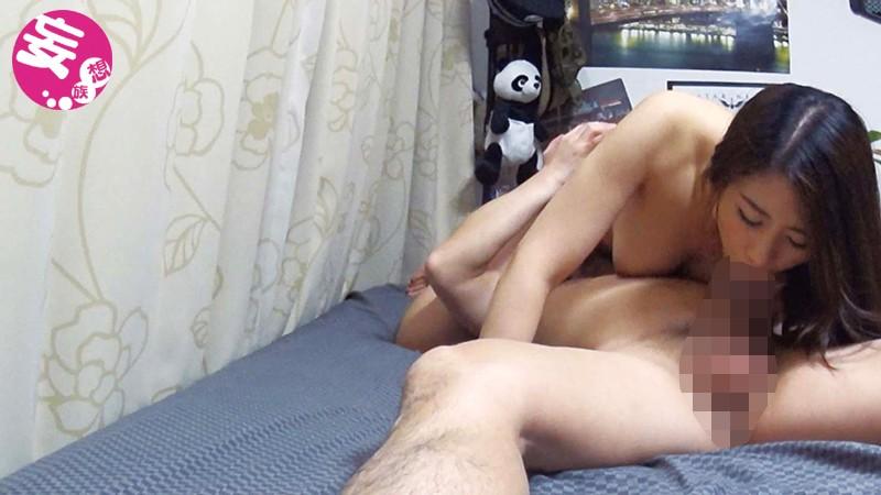 イケメンが熟女を部屋に連れ込んでSEXに持ち込む様子を盗撮した動画。 FANZA限定!先行配信スペシャル!!31サンプルF4