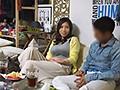イケメンが熟女を部屋に連れ込んでSEXに持ち込む様子を盗撮した動画。 FA......thumbnai19