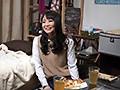 イケメンが熟女を部屋に連れ込んでSEXに持ち込む様子を盗撮した動画。 FANZA限定!先行配信スペシャル!!107