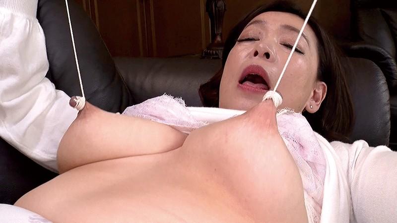 伸縮乳首でイキまくる五十路熟女 画像20