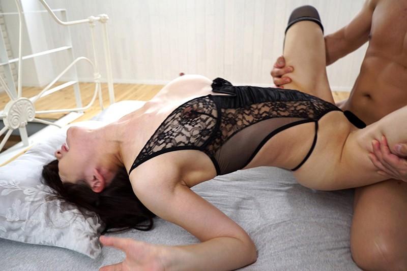いやらしい人妻 旦那に言われるまま単独さんに寝取られている人妻が、集大成としてAV出演して他人棒で圧巻のイキまくり49回 画像6