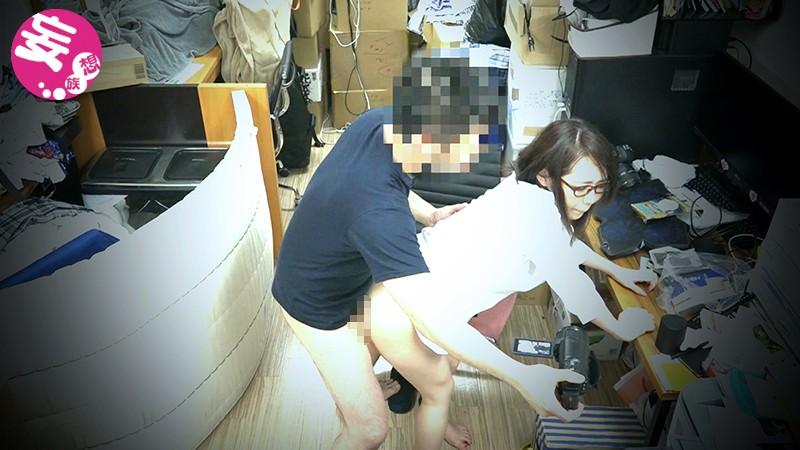 わたし、社員全員と穴兄弟になりました。入社一ヶ月弱の新米社員桜子ちゃん AVメーカーで働きたい女の子ですよ? 変態セックス好きのメンヘラちゃんにきまってるじゃないですか。(笑) キャプチャー画像 4枚目