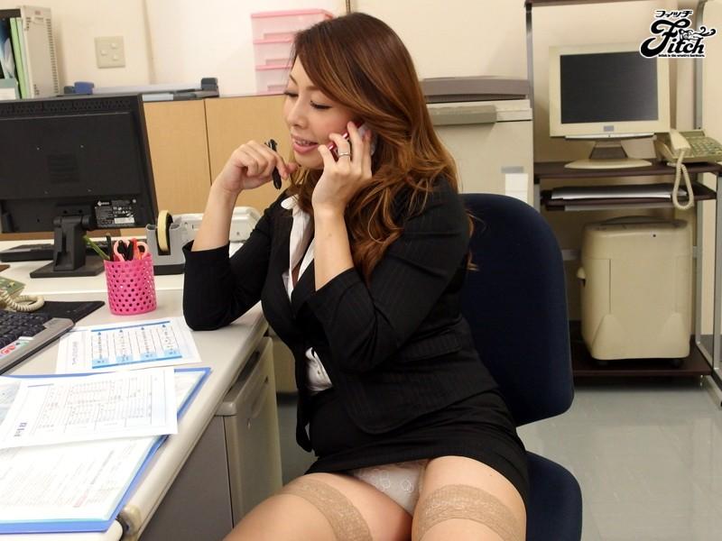 【痴女】 大人の女が魅せる大胆誘惑チラリズム~オフィスで挑発する出来る女のパンチラ遊戯~ 風間ゆみ キャプチャー画像 1枚目
