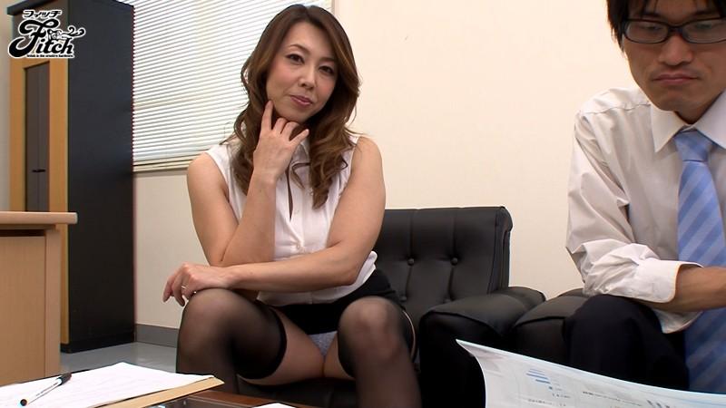 【痴女】 大人の女が魅せる大胆誘惑チラリズム~オフィスで挑発する出来る女のパンチラ遊戯~ 風間ゆみ キャプチャー画像 12枚目