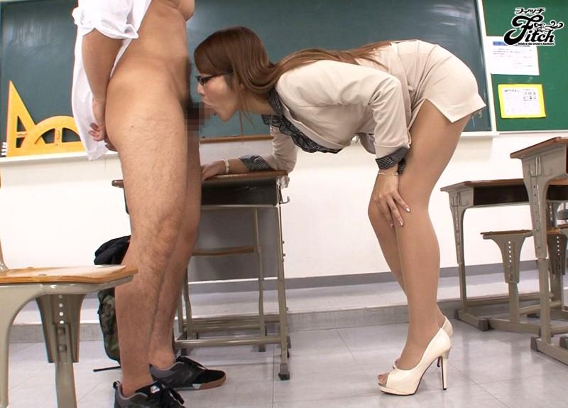 働く女の艶めかしい完全着衣ファック 若菜奈央1