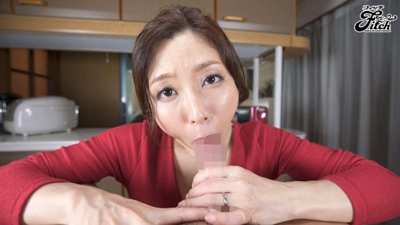 じっくり甘えさせた後に激変!言葉で僕を●す変態淫語ママ 白木優子9