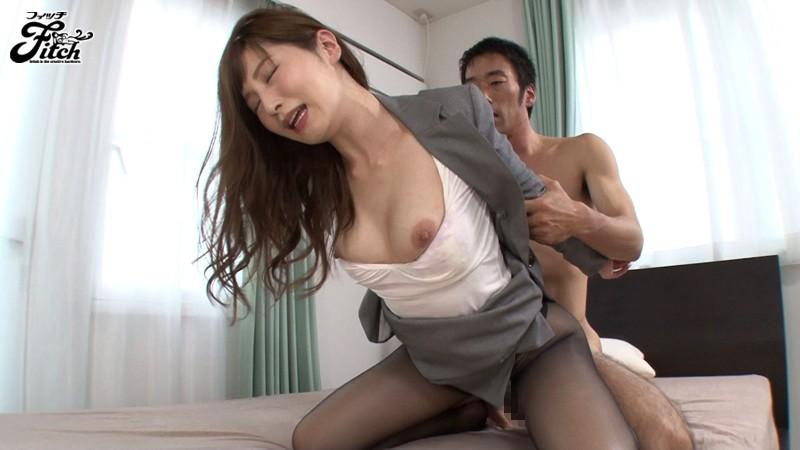 働く女の艶めかしい完全着衣ファック 佐々木あき キャプチャー画像 3枚目