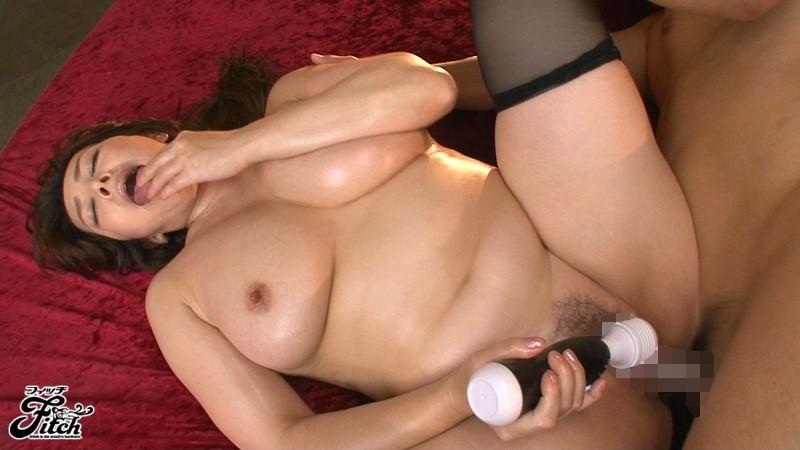 クリトリスを刺激されっ放しでぶっ壊れる痙攣性交 風間ゆみ 爆乳過ぎる女性経営者・ゆみ キャプチャー画像 12枚目