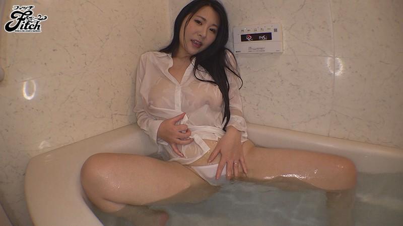一度だけチ○ポでイッた快感が忘れられなくて 膣イキしたいドM巨乳妻AVデビュー!! 井川友香梨