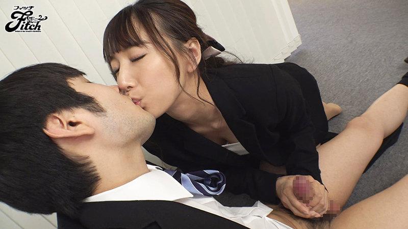 あざといお口で何が悪いの?オフィス内の男性社員と天然誘惑セックス! 初川みなみ キャプチャー画像 2枚目