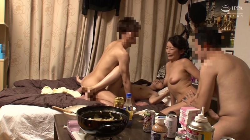 イケメンが熟女を部屋に連れ込んでSEXに持ち込む様子を盗撮したDVD。〜強引にそのまま中出ししちゃいました〜 20人8時間総集編 6 画像4