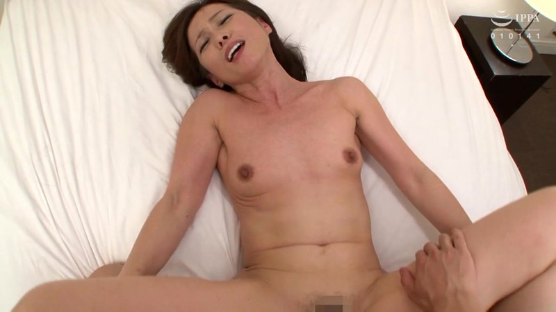 尻肉広げ極太肉棒を膣奥までメリメリ挿入!!主観目線でアナル丸見え後ろから犯しまくる熟美尻中出しセックス 60人8時間