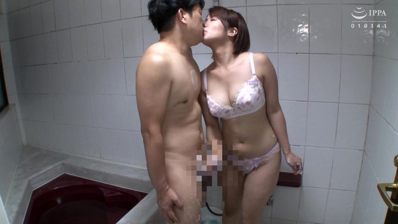チ●ポ洗いの熟女〜着衣で優しくおち●ちんをマッサージして気持ちよくしてくれる手コキ全集〜 50人8時間