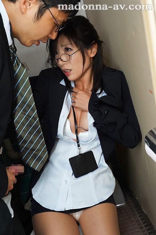 堕ちた人妻女上司 2泊3日の新人研修で仕事に厳しい彼女がただの女になった理由 遥あやね キャプチャー画像 5枚目