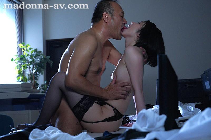 人妻秘書、汗と接吻に満ちた社長室中出し性交 《専属》プレミアムな美顔妻 濃厚中出し3本番!! 舞原聖 の画像2
