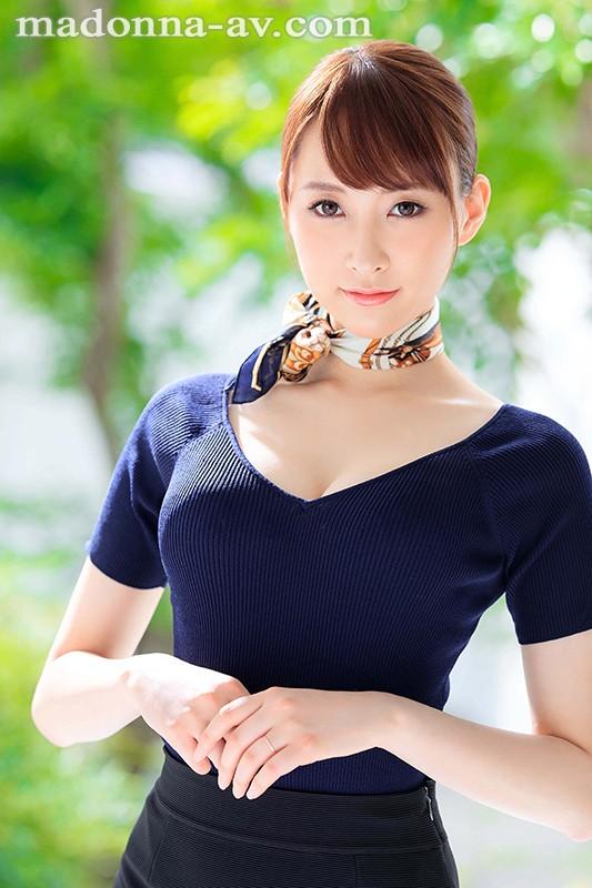 新人 現役人妻キャビンアテンダント 青山翔 28歳 AVDebut!! 1枚目