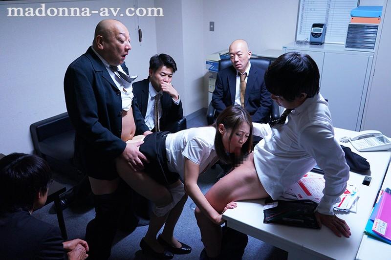 中途の人妻社員が性奴隷と化すまで、部署全員で輪姦し続ける研修旅行。 友田真希 10枚目