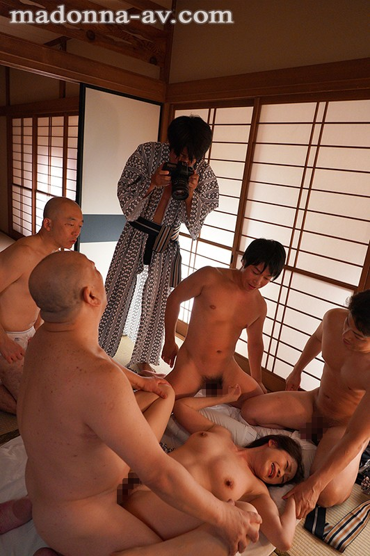 中途の人妻社員が性奴隷と化すまで、部署全員で輪姦し続ける研修旅行。 友田真希 7枚目
