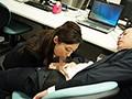 部下が疲れて眠りにつく時、厳しい女上司が、素顔を見せて…。 残業後に始まる、逆夜●い性交。 白木優子